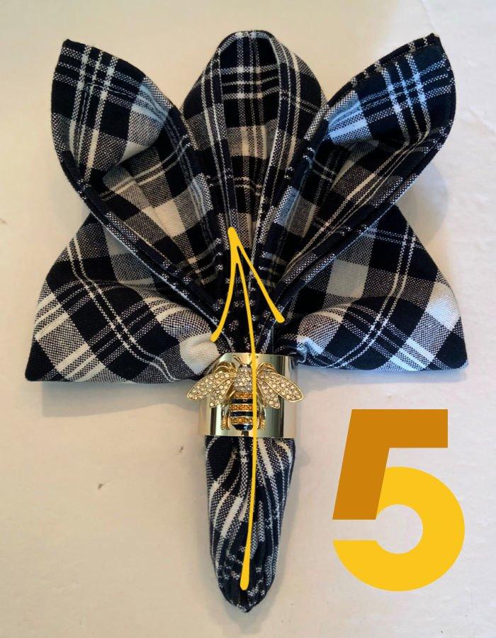 Bee-shape-napkin-fold-tutorial-step-5-ring