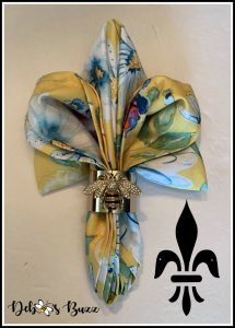 fleur-de-lis-bee-shape-napkin-fold