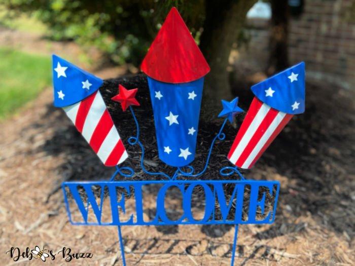 patriotic-decor-firecracker-welcome-sign