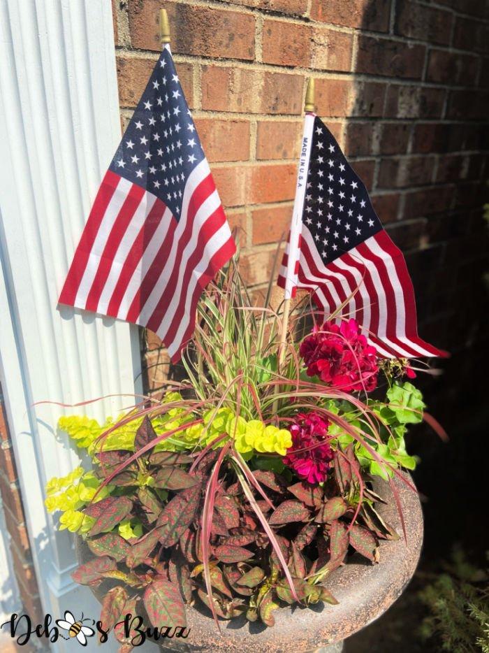 patriotic-decor-planter-flags