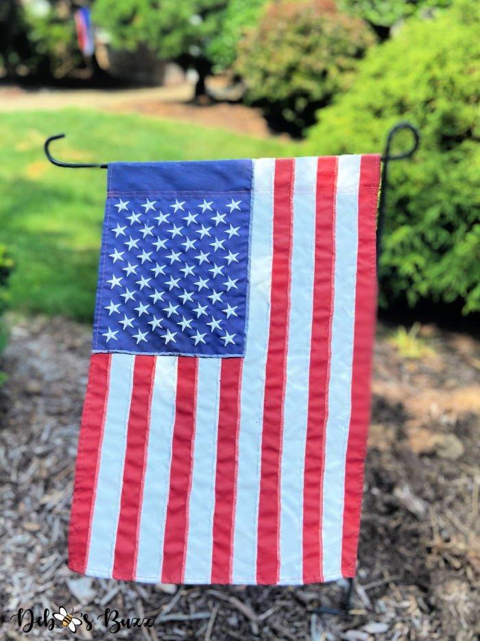 patriotic-decor-yard-flag