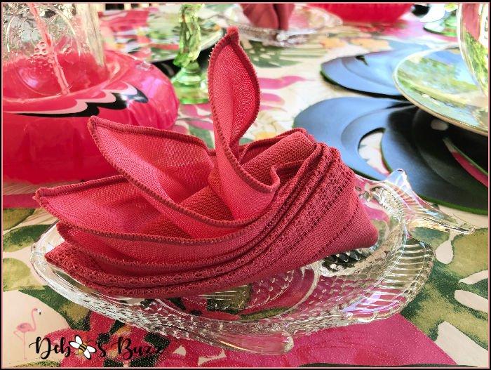 pink-bird-of-paradise-napkin-fold