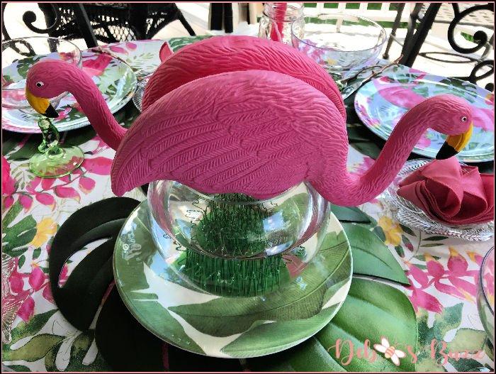 simple-flamingo-table-centerpiece