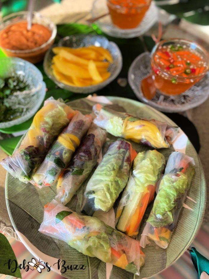Vietnamese-dishes-bo-bia-spring-rolls