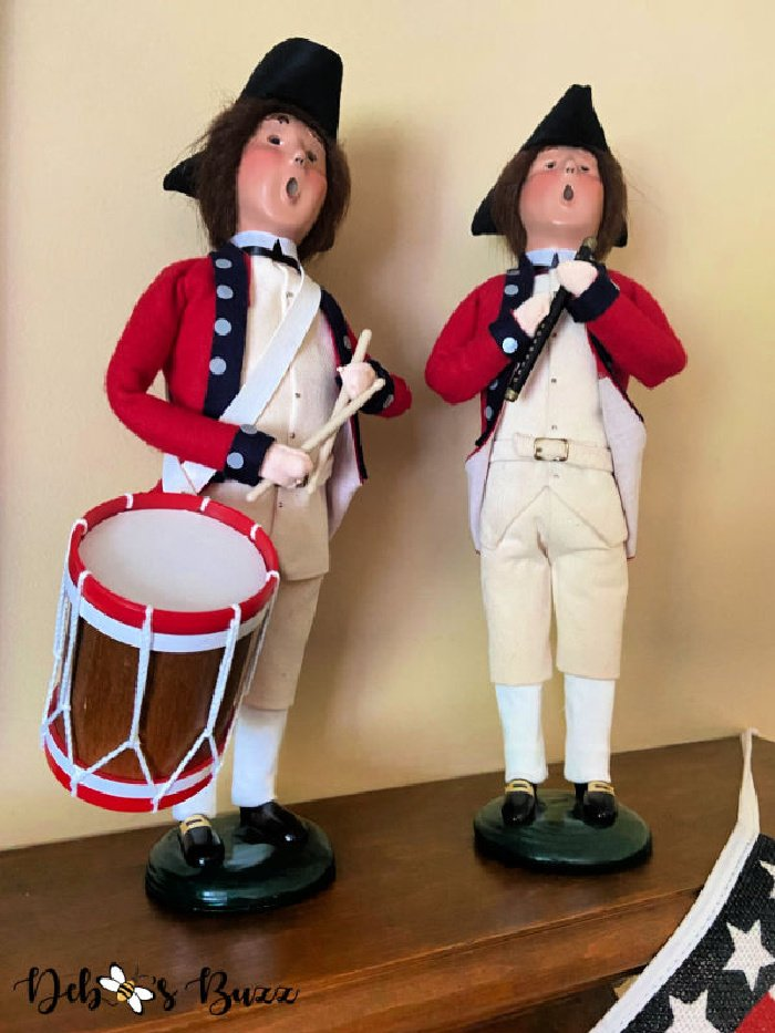 patriotic-decor-byers-choice-colonial-fife-drummer