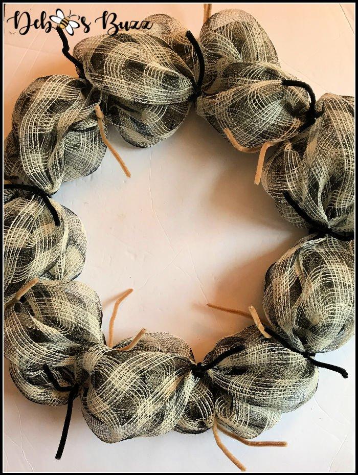 black-tan-buffalo-check-mesh-wreath